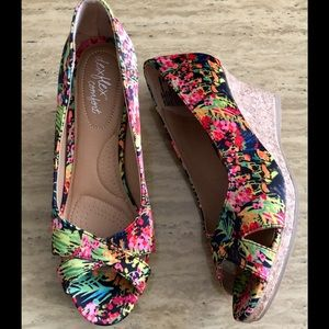 Dexflex Comfort Floral Print Wedge Sandal 👡